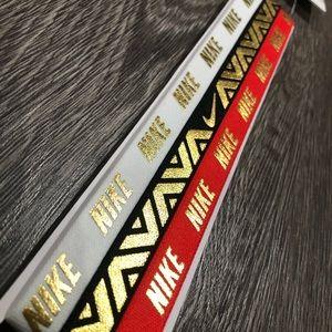 Nike: Gold Detail Grip Headband Pack